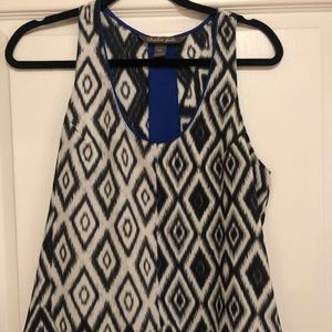 Black & white geometric tank with blue accent